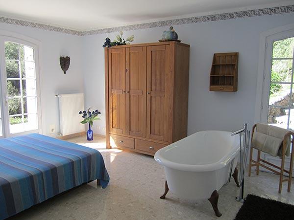 Raum Bett Badewanne